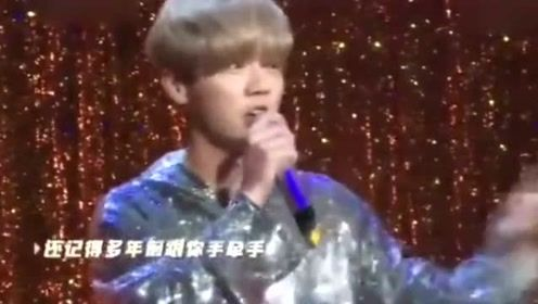 """鹿晗被封为""""海淀区美男"""" 演唱《小镇姑娘》好听到耳朵怀孕!"""