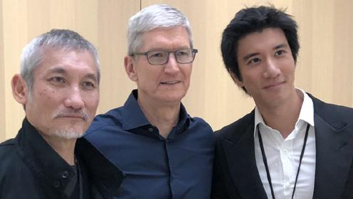 王力宏接棒林俊杰受邀苹果发布会 与蒂姆库克合影