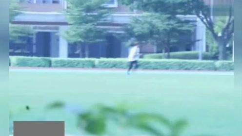 鹿晗暴露伪球迷真相 射门却把鞋子一块踢飞了