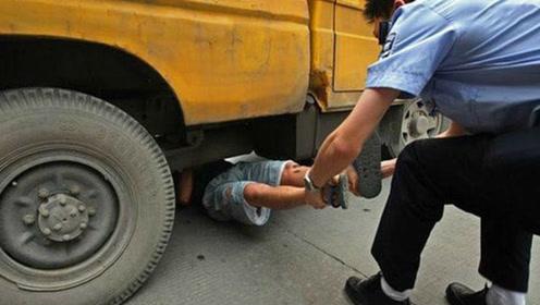 货车司机忘记拉手刹,结果被自己车撞死,保险公司会赔偿吗?