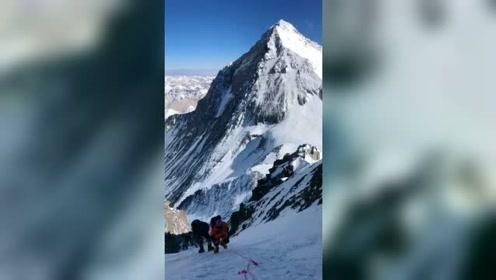 天气好攀登珠穆朗玛峰,兄弟们加油!