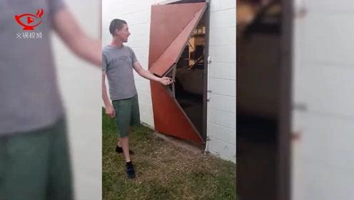奇思妙想!男子为自家车库安装滑动折叠门
