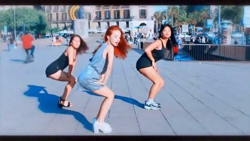 西班牙小姐姐街头秀舞技,网友:舞技真是棒