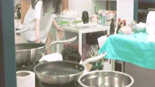 王俊凯不测受伤赵薇一脸心疼,小凯一直说没事没事!太贴心了!