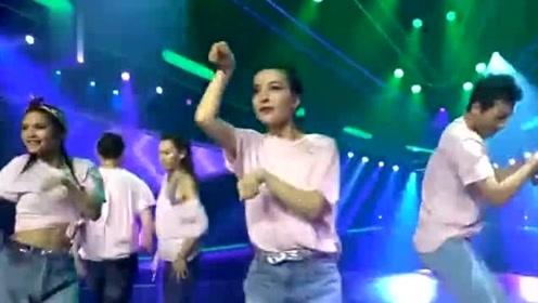 新舞林大会:吴昕组舞风突变上演《学猫叫》,表情动作不要太可爱