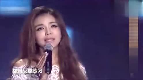 大全主持李红朱迅演唱《甜蜜蜜》《漂洋过海来看你》孙楠电视剧的歌曲美女图片