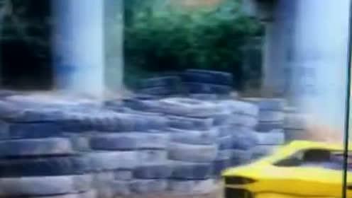 你见过拖拉机机头的跑车吗?那声浪~,真不是一般跑车能媲美的!