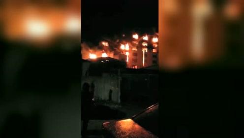 看着都心疼!厂房突发大火一夜之间化为废墟