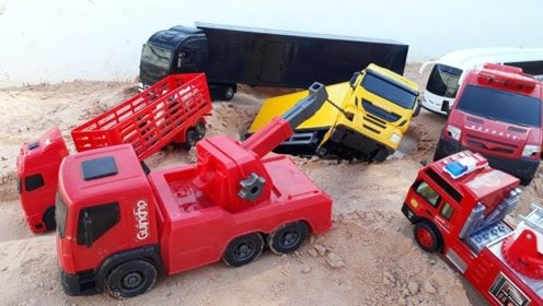 儿童趣味亲子活动,工程车玩具消防车货车大救援
