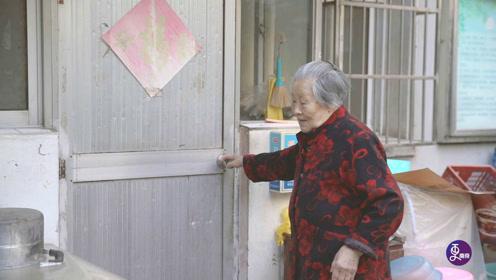 丈夫早逝,90岁老太开面馆抚养一双儿女,一开就火爆半个世纪