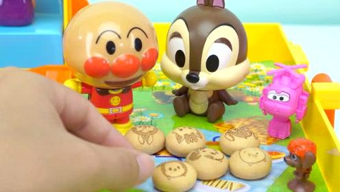 《奇奇和悦悦的玩具》面包超人去游乐园吃卡通饼干喝果汁