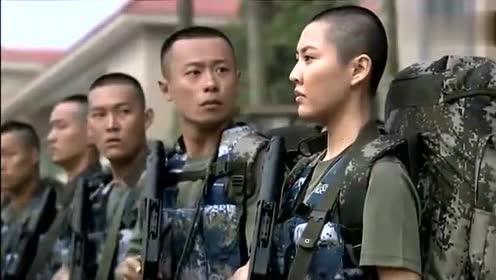 女兵训练被排长战友看不起, 拿起剪刀把头发全剪了