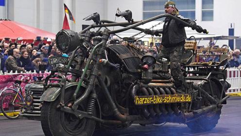 大叔造世界最重摩托车4.7吨,坦克引擎,可坐十几人,时速80公里