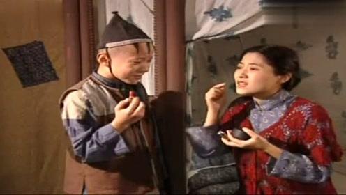 三毛流浪记:师傅让三毛给自己化妆,三毛却盯着墙壁看