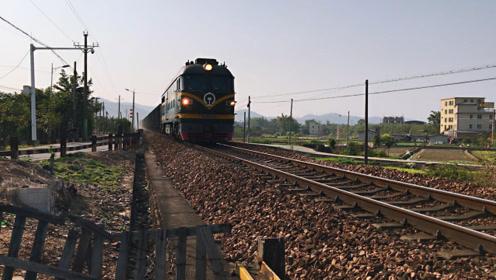 近距离的火车,牛不牛自己看!