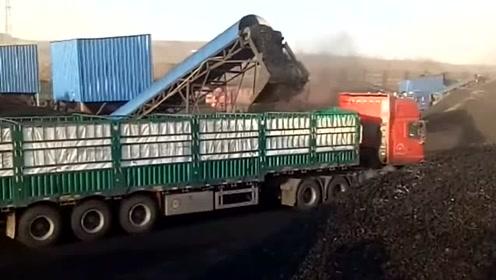 百吨王重卡装载煤炭,装载一定颗粒大小的煤炭块