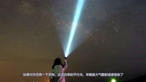 """对着天空亮一下手电,一天的时间光会不会""""飞""""出太阳系了?"""
