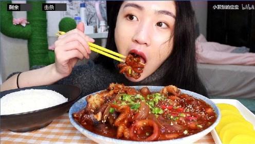 美女在家没事干,自制韩式辣酱八爪鱼,加上粉条就是一口一个!