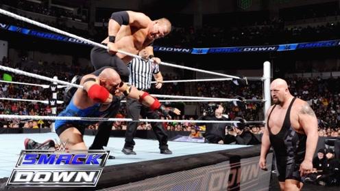 WWE莱贝克向凯恩出手,大秀哥竟然联手对付他,莱贝克被两壮汉暴揍