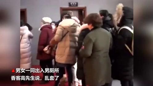 武汉归元寺数十万香客拜财神 女游客扎堆攻占男厕所太尴尬