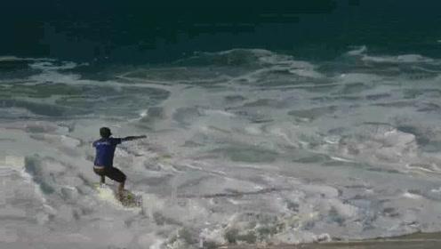 海岛度假的一群小伙子,冲浪好像是他们必须玩的?