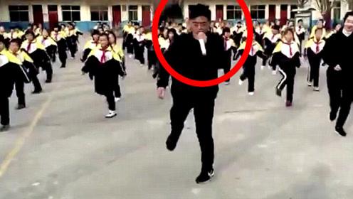 全校早操跳鬼步,校长带头边跳边唱,网友:别人家的校长