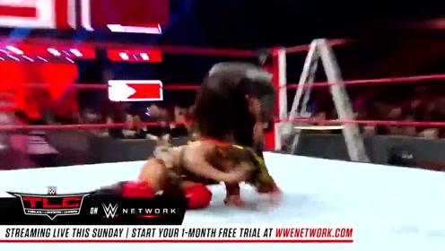 WWE这位和葫芦娃似的重量级女选手,高飞动作这么灵活娴熟呀