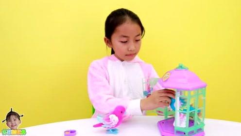 《苏菲娅玩具》艾米儿给玩具小鸟喂食物!