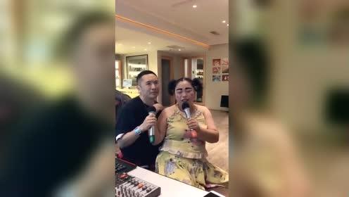 小黄飞和姜鹏唱《铁血丹心》,网友:竟然这么好听!