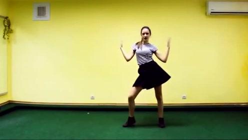 乌克兰美女翻跳BLACKPINK《So Hot》舞蹈,简单易学模样超可爱