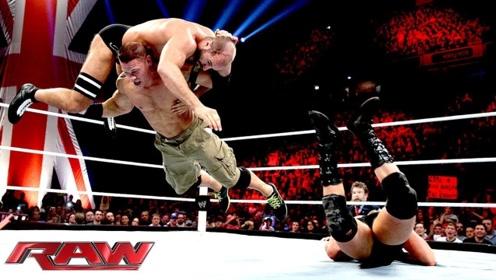 WWE巨星塞纳一打二,霸王举鼎将对方打懵,但为何胳膊突然受伤?