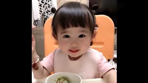自从小棉袄学会了说话,就成了个小话痨,连吃饭都不闲着!