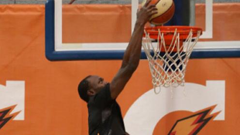 博尔特改行打篮球,会有球队想要得到他吗?他的快攻一定很厉害!