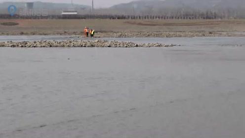 洛河突涨两名群众被困河心  洛宁消防联合水上救援队成功解救