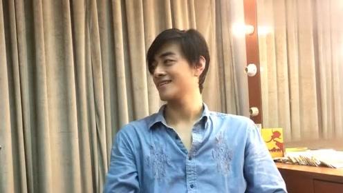 郑云龙后台采访,大龙挑眉好帅,坦言有些歌段会伤害嗓子