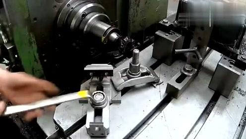 实拍工厂的大型机床加工一个台虎钳,这技术简直无敌了!