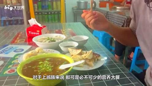 一个只有26万人的小县城,靠卖小吃出名后,连机场都有了