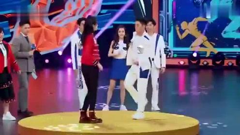 关晓彤与杨颖飚舞上一刻还气势十足,听出是鹿晗的歌突然跑下台