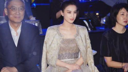 黄圣依身穿金色礼服出席时装周,36岁又轻松美成焦点