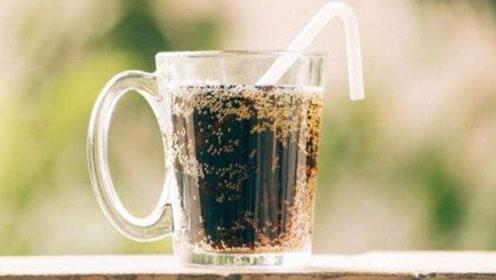 红糖加小苏打泡水喝,好多人不知道有啥用,喝一次能省不少钱