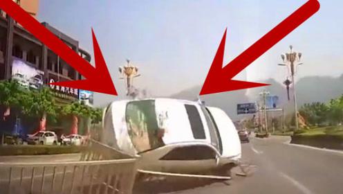 意外无处不在,白色轿车突然失控,司机大哥瞬间悲剧!