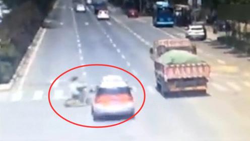 14岁女孩骑电动车过马路 被出租车撞飞数米身亡