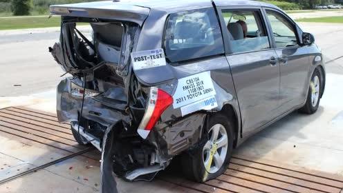 丰田塞纳追尾碰撞测试