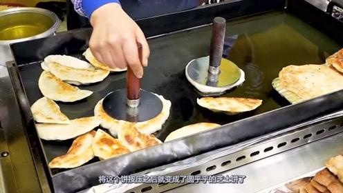 火爆韩国的街头小吃掰开满满芝士流出,看着让人流口水!