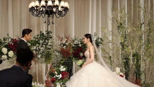 秋瓷炫于晓光举办婚礼 牵手亮相温柔对视