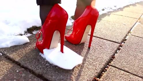 美女穿高跟鞋挑战冰面雪地勇气可嘉,红色鞋子很显眼
