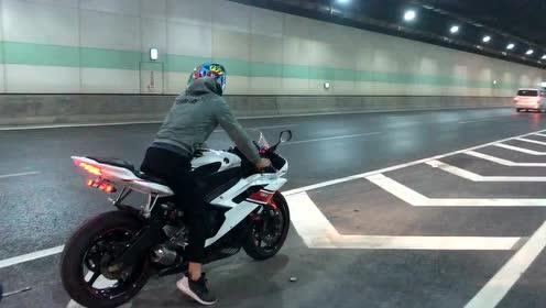 如果不是看到摩托车,听这声浪以为是兰博基尼