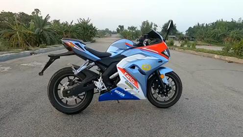 上万元就能买跑车?这款摩托跑车极速114,颜值高还很强!