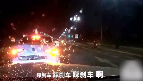 女子开车男子吓傻,司机不知刹车在哪!