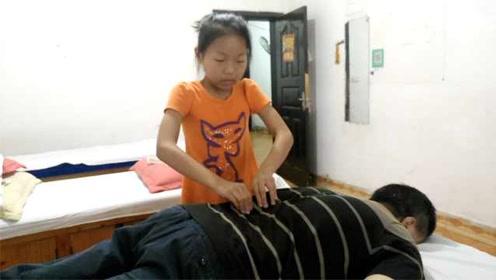 暖心小棉袄!盲人按摩师过父亲节,10岁女儿为他按摩